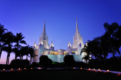 San Diego Temple. Image via Wikimedia Commons.
