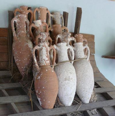 Amphora stacking via Wikimedia Commons