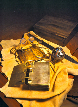 Golden plates and other artifacts. Image via Wikimedia commons.