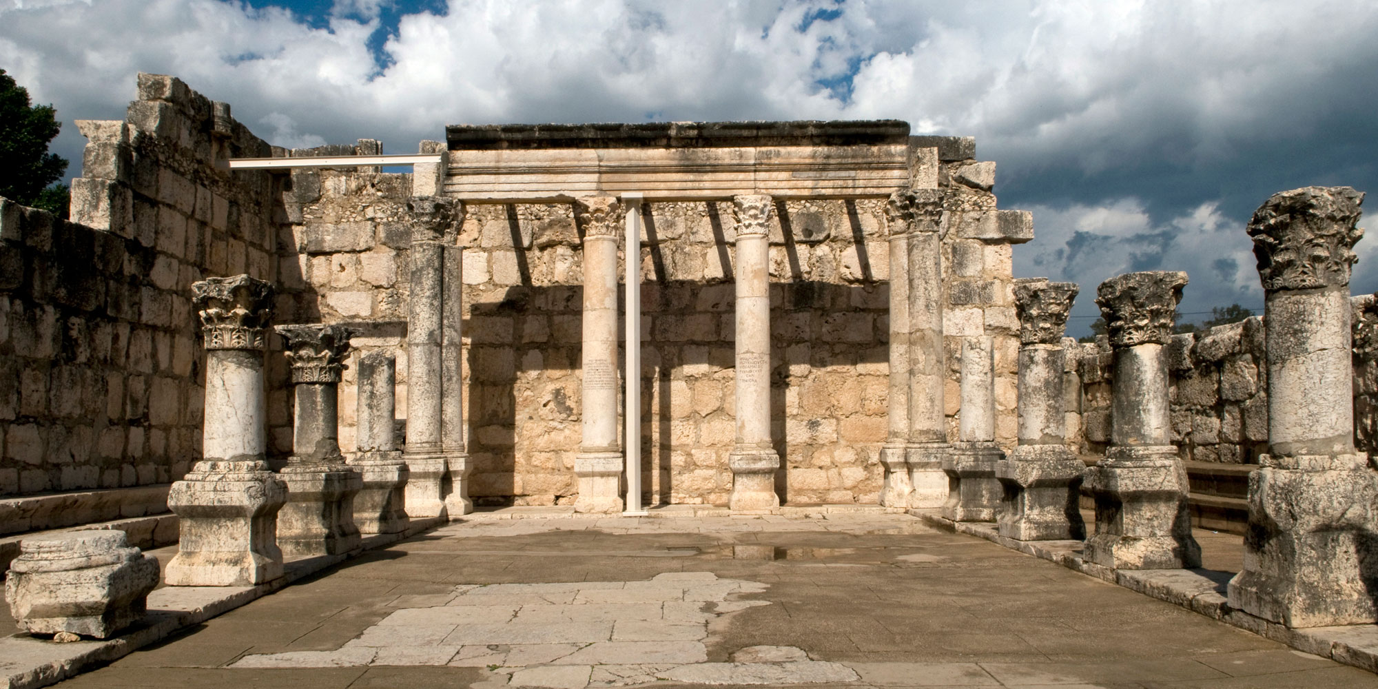 The ruins of an ancient synagogue in Capernaum from the 4th century A.D. Image via Wikimeida Commons.