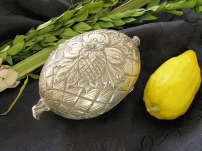 Etrog, silver etrog box and lulav, used on the Jewish holiday of Sukkot. Photograph by Gilabrand via Wikimedia Commons